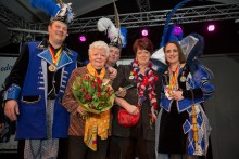 Mia Leenders is Senior van het Jaar 2015 bij CV De Narre-Kappen in Gerwen