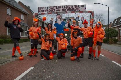 4e plaats: Vriendengroep Van Rooij - EK schup ik ginne bal